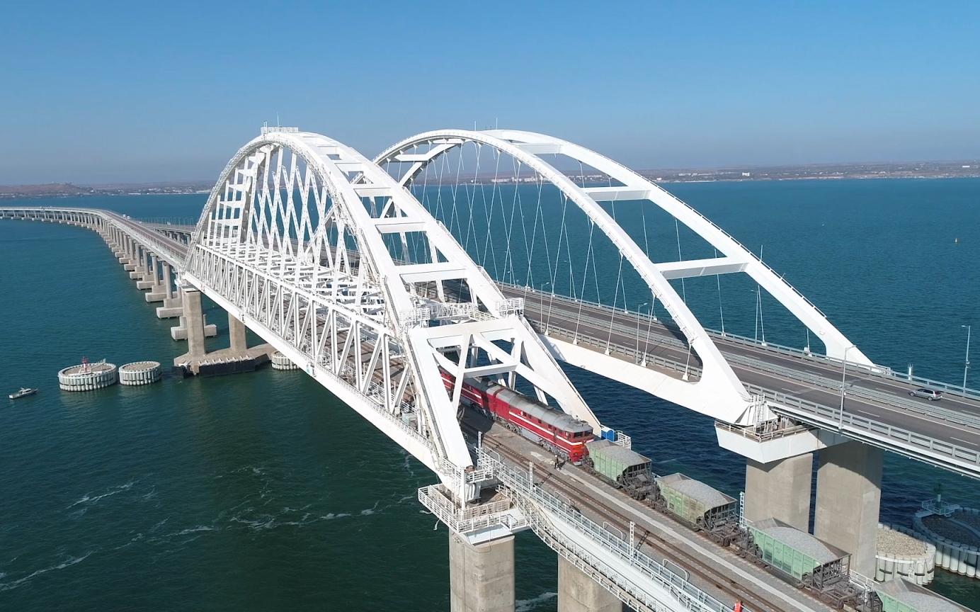 Грузовое движение по ж/д части Крымского моста откроют в начале июля