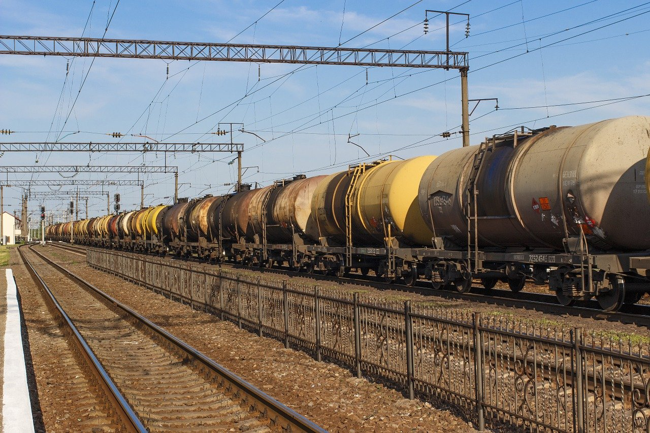 Правительство запретило ввоз топлива в Россию до 1 октября