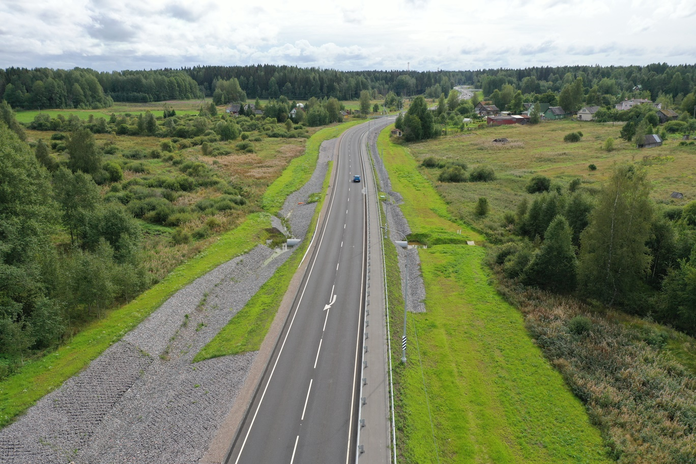 На трассе А-181 в Ленобласти на месяц ограничили проезд по путепроводу