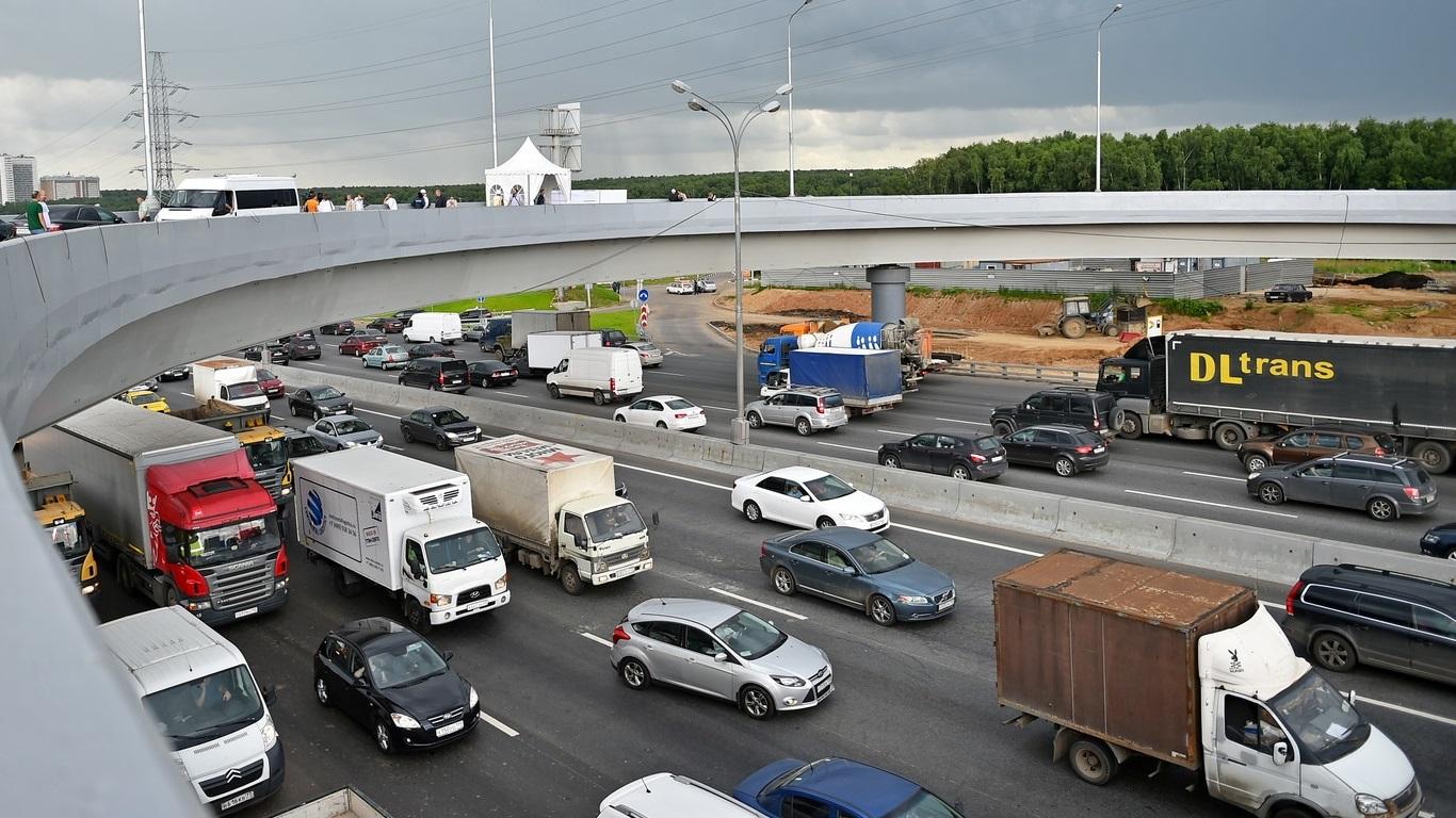 Власти Москвы опровергли информацию об изменении правил выдачи пропусков для грузовиков