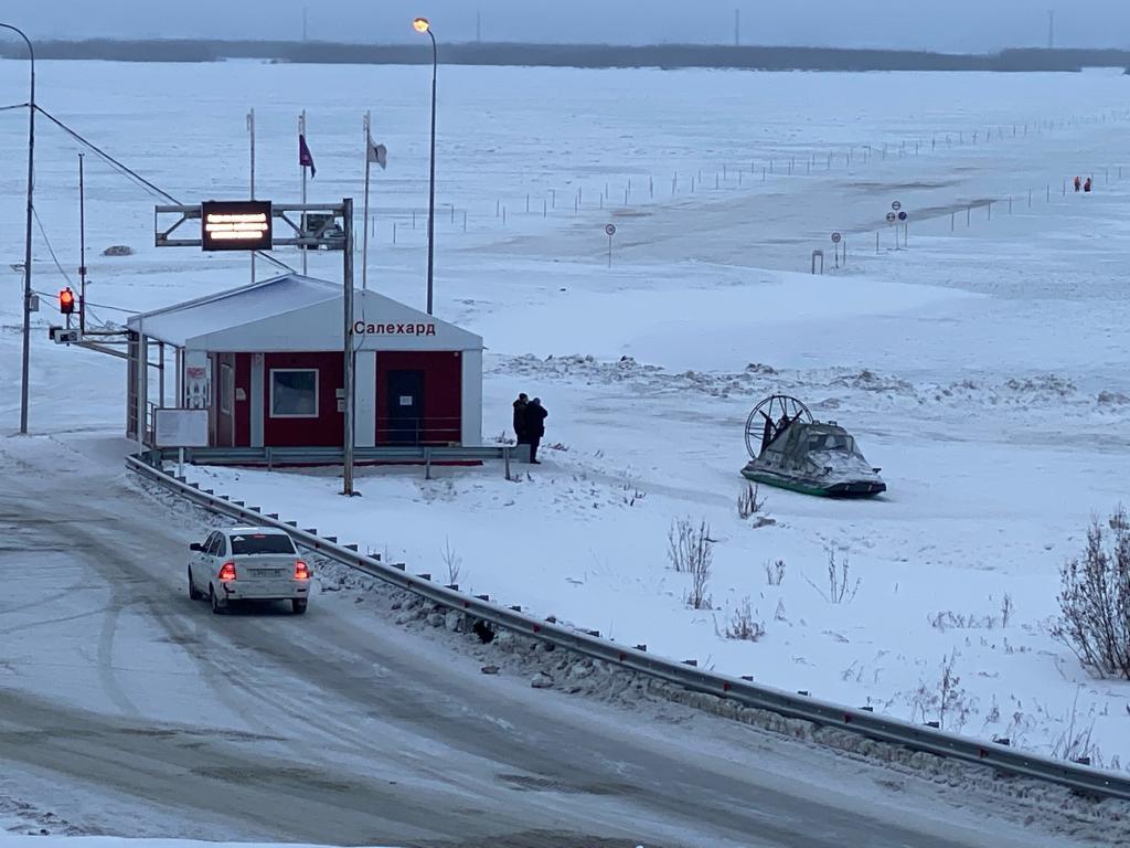 В ЯНАО открыли ледовую переправу «Салехард-Лабытнанги» через Обь