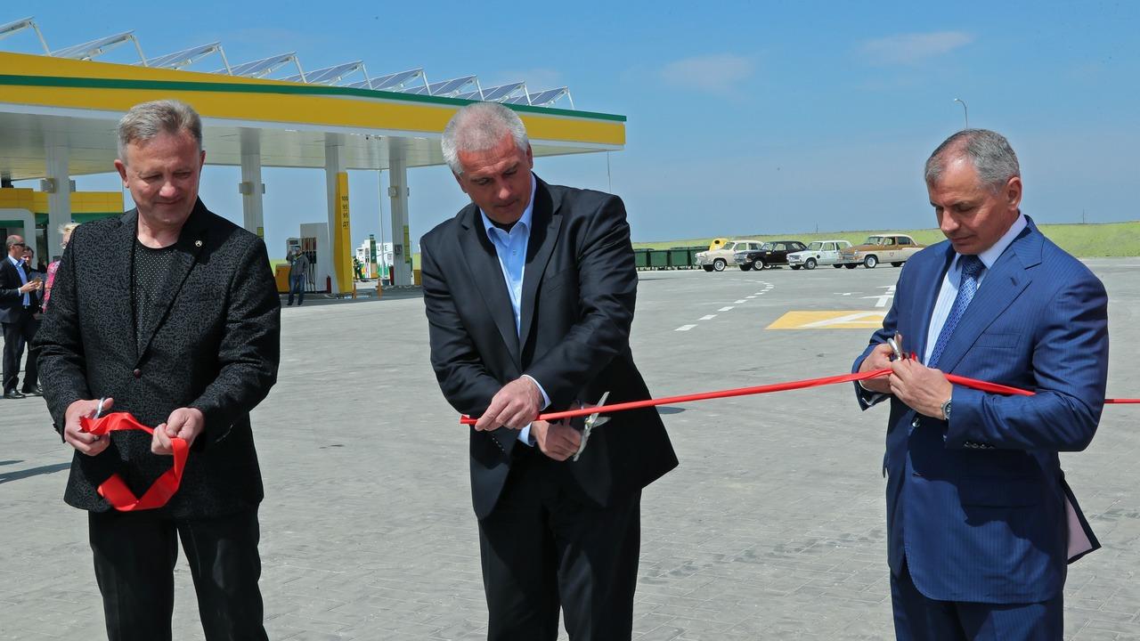 На трассе «Таврида» в Крыму открыли первую автозаправочную станцию