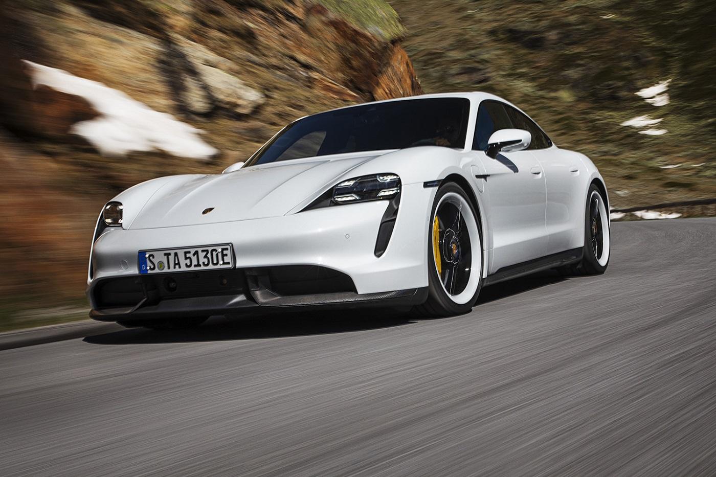 Компания Porsche представила свой первый электромобиль модели Taycan