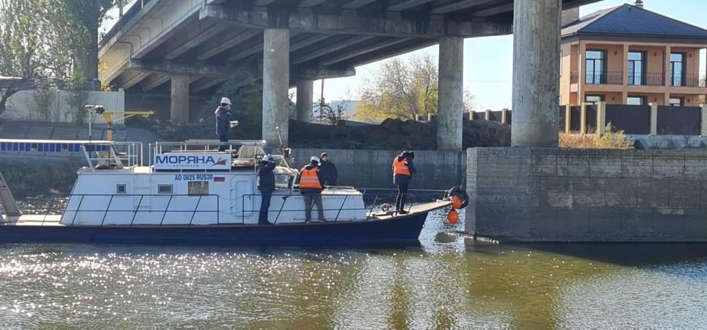 На мосту через Царев в Астрахани ввели режим ЧС