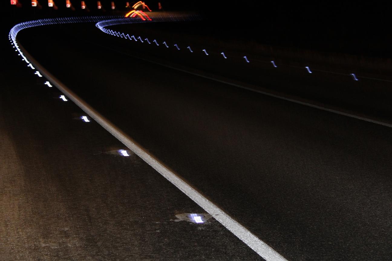 На четырех федеральных трассах установили более 8 тыс. светодиодных маячков