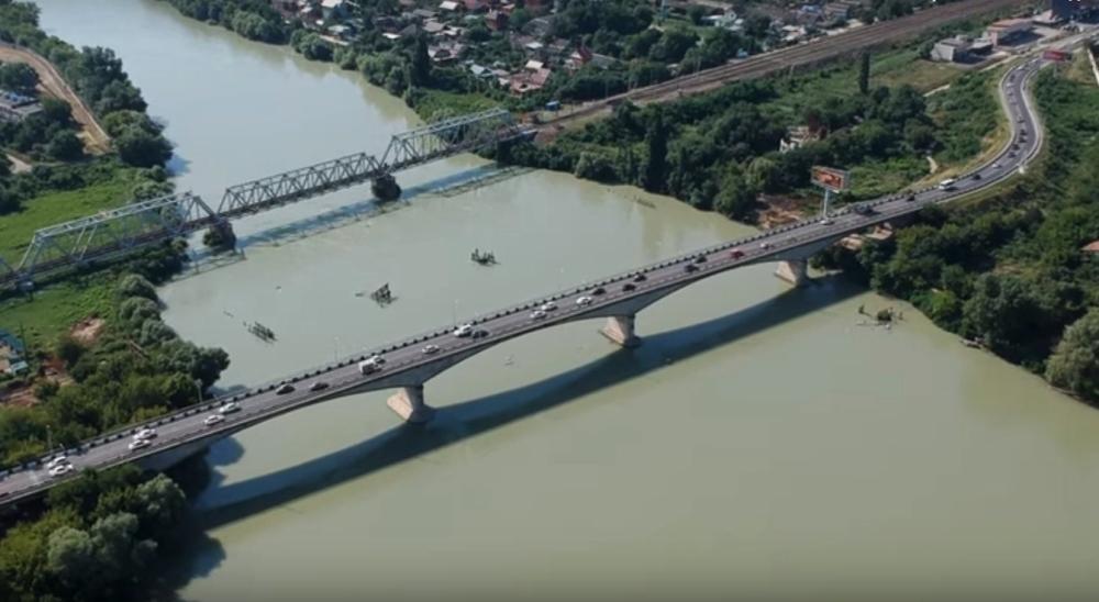 Новый мост между Краснодаром и Адыгеей к концу года построят на 50%