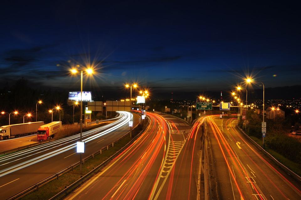 Рекордное количество автомагистралей будет оборудовано фонарями в 2019 году