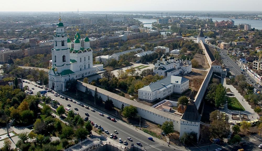 Грузовым автомобилям ограничили въезд в Астрахань