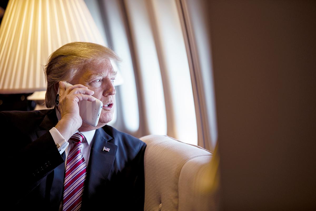 Президент США пригрозил еще выше поднять пошлины на товары из КНР
