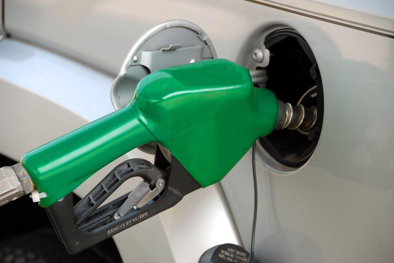 Средние цены на бензин с 28 декабря по 11 января выросли на 21 копейку