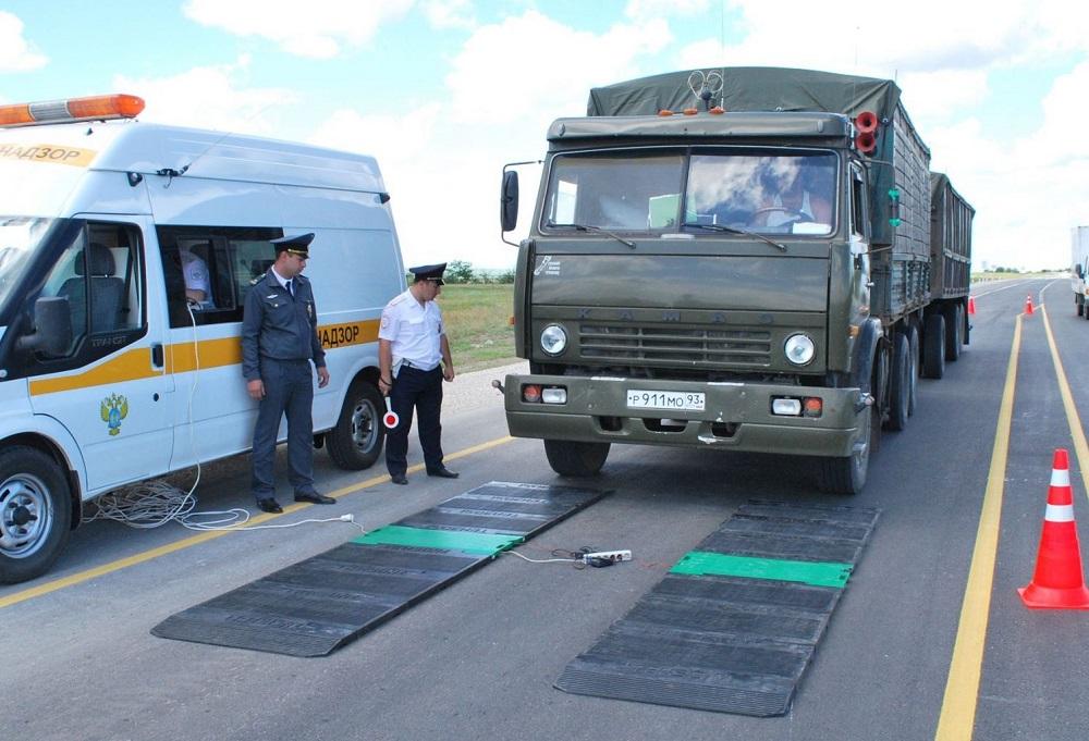 Мораторий на весовой контроль для грузовиков с товарами первой необходимости продлили на месяц