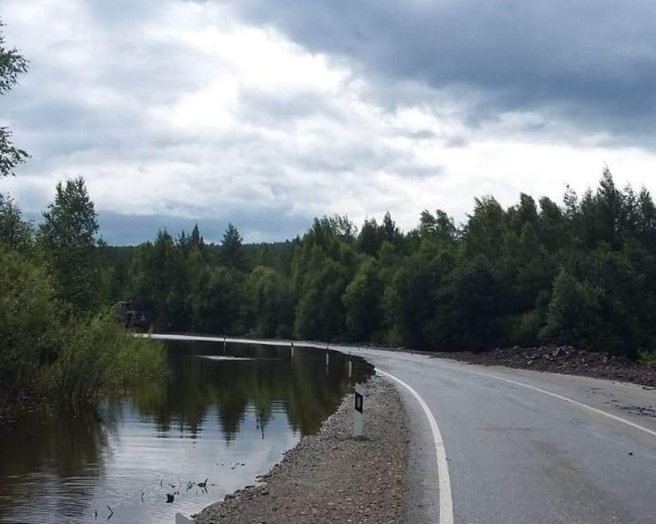 В Амурской области около села Невер после подтопления открыто движение на участке трассы А-361
