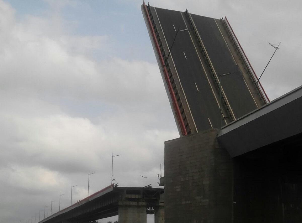Ладожский мост на трассе Р-21 «Кола» разведут 25 ноября
