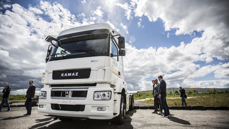 «КамАЗ» выпустил первые грузовики на сжиженном природном газе с двумя криогенными баками