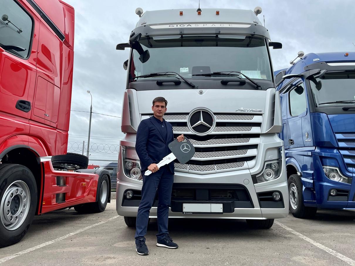 Беспилотный грузовик сможет выехать на трассу М-11 в 2021 году