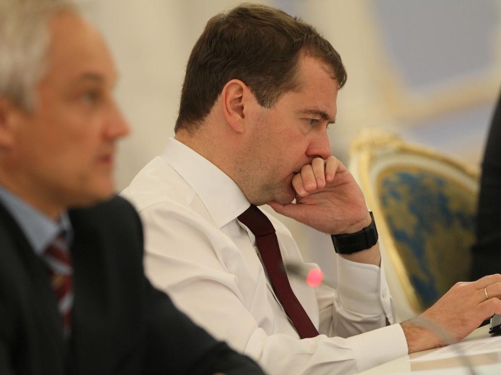 Правительство России в полном составе подало в отставку