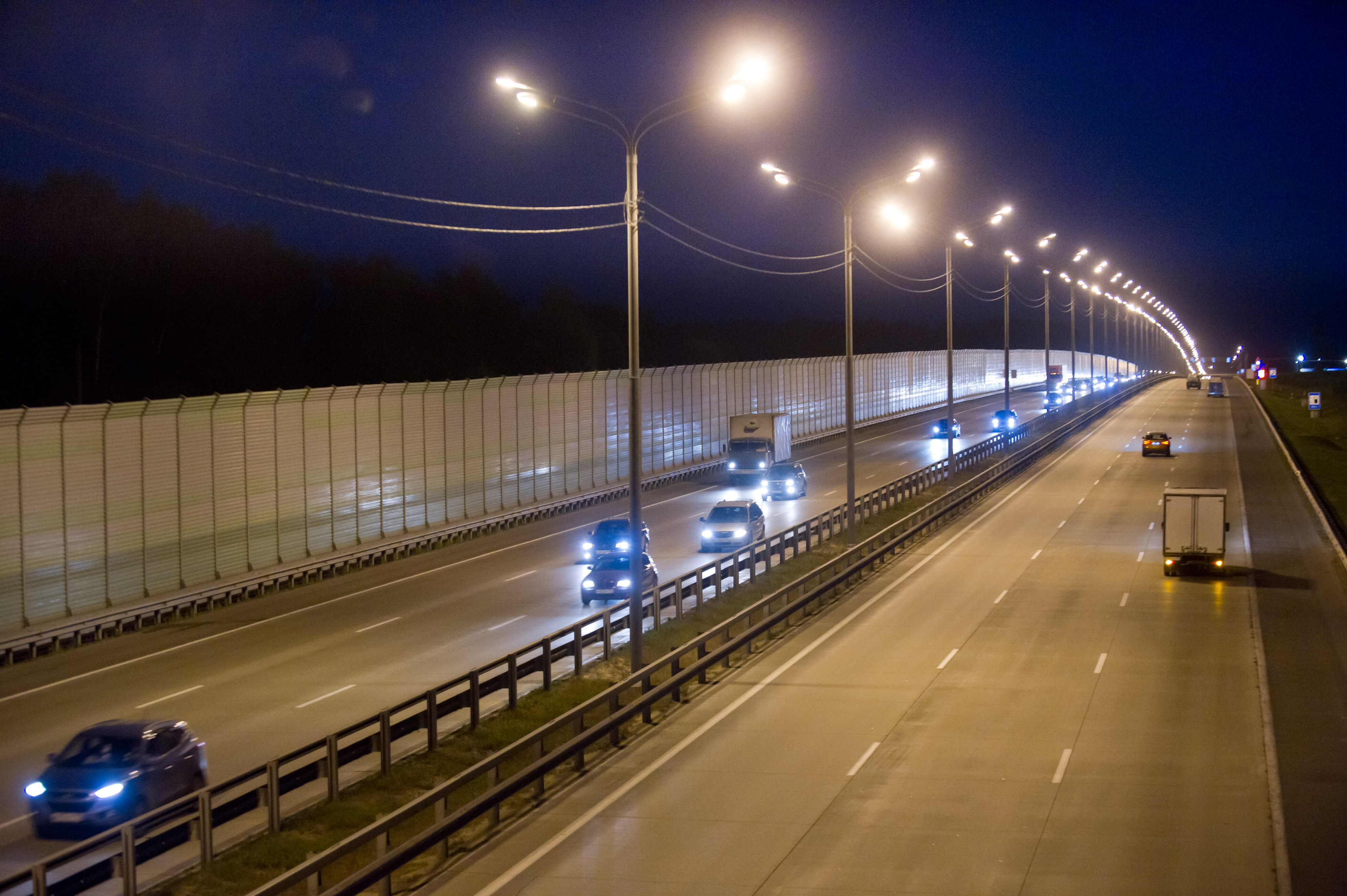 Более 100 км федеральных дорог Московской области обустроят линиями электроосвещения
