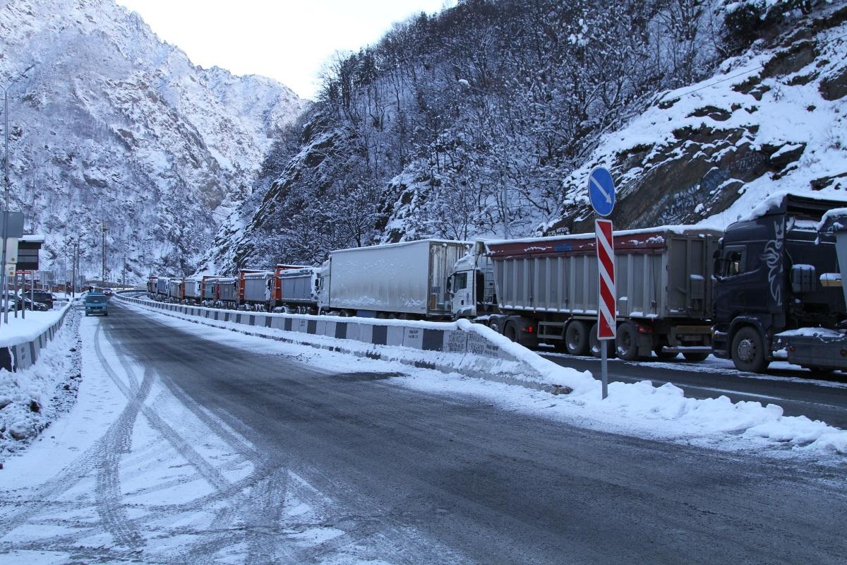 Военно-Грузинскую дорогу открыли для грузовиков