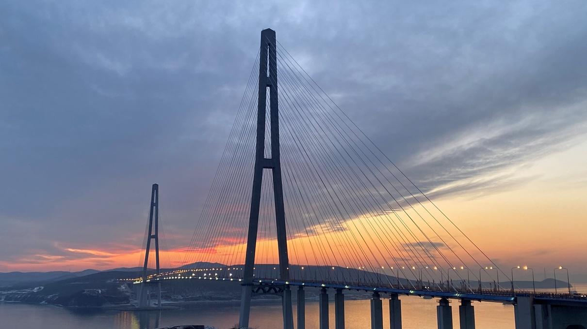 Во Владивостоке возобновили движение по Русскому мосту