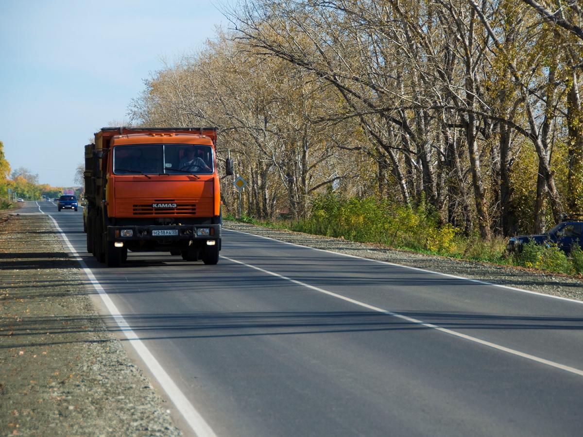 В Омской области ограничения для грузовиков введут на четырех дорогах