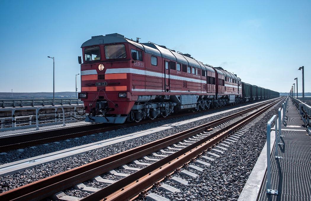 Движение грузовых поездов по Крымскому мосту начнется 1 июня 2020 года