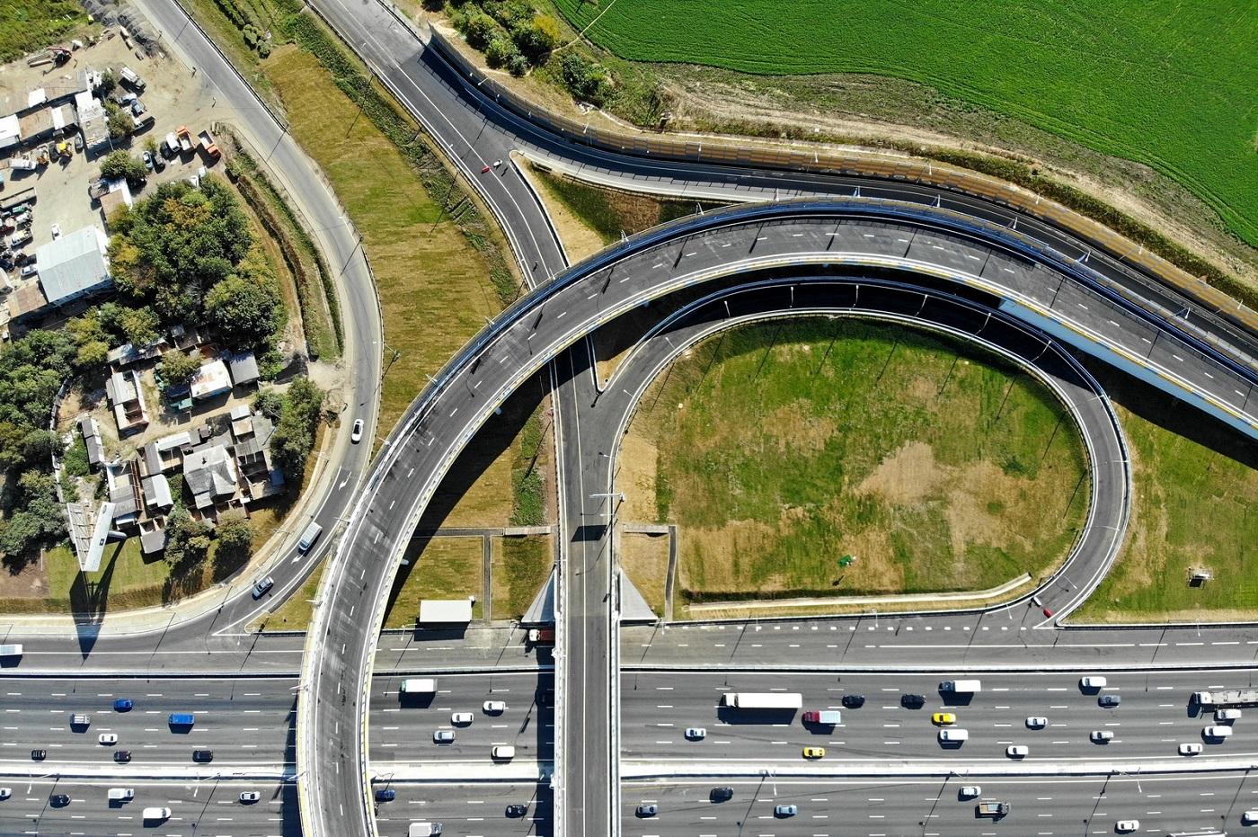 Запущено движение по обновленной транспортной развязке на пересечении Бесединского шоссе и МКАД