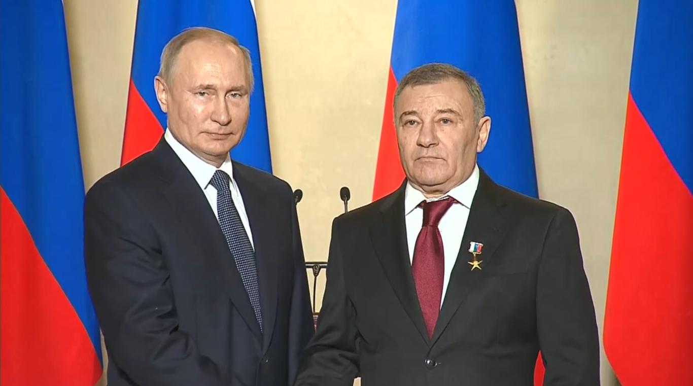 Президент присвоил звание Героя труда Аркадию Ротенбергу