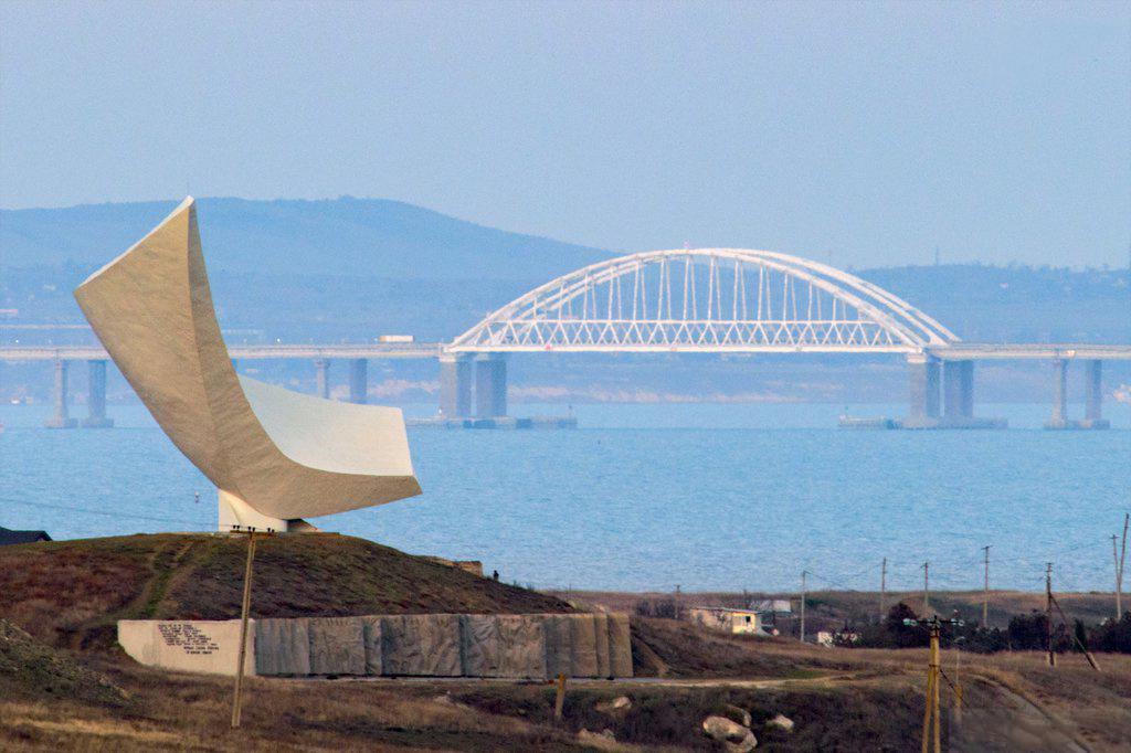 На Крымском мосту организуют пункты проверки автотранспорта, регион вводит карантин