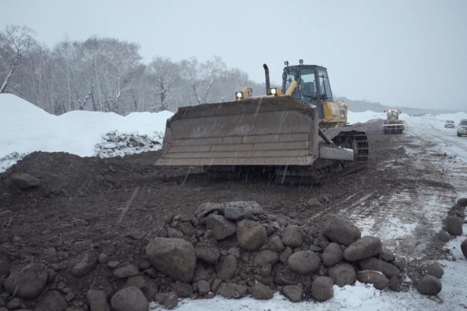 В Камчатском крае начали укладывать асфальт на трассе на Усть-Большерецк