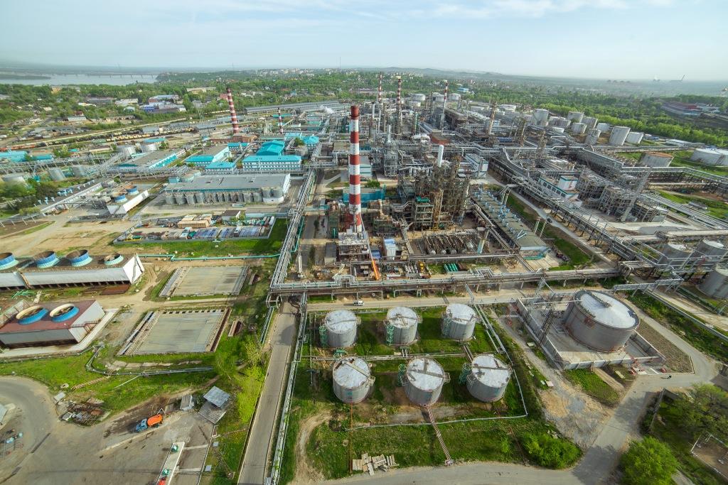 Хабаровский НПЗ во второй раз сообщил, что возобновил выпуск бензина