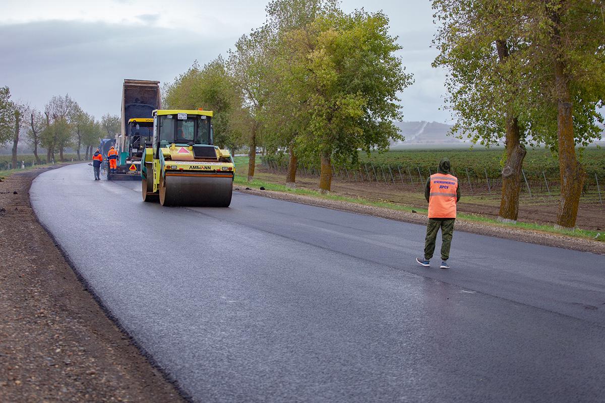 Глава Крыма пообещал не допускать к ремонту дорог подрядчиков, не уложившихся в сроки