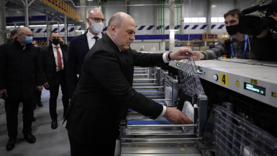 Премьер-министр посетил логистический центр «Почты России» в Новосибирске