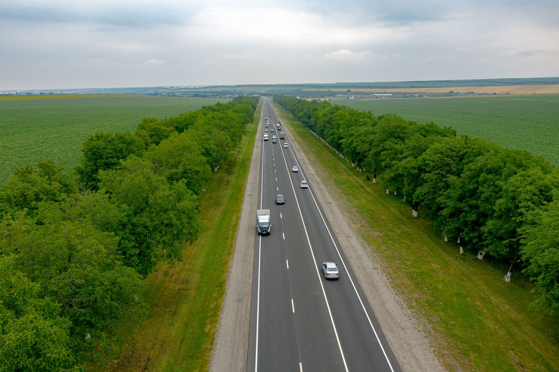 В КБР еще 22 км трассы Р-217 «Кавказ» защитили слоями износа