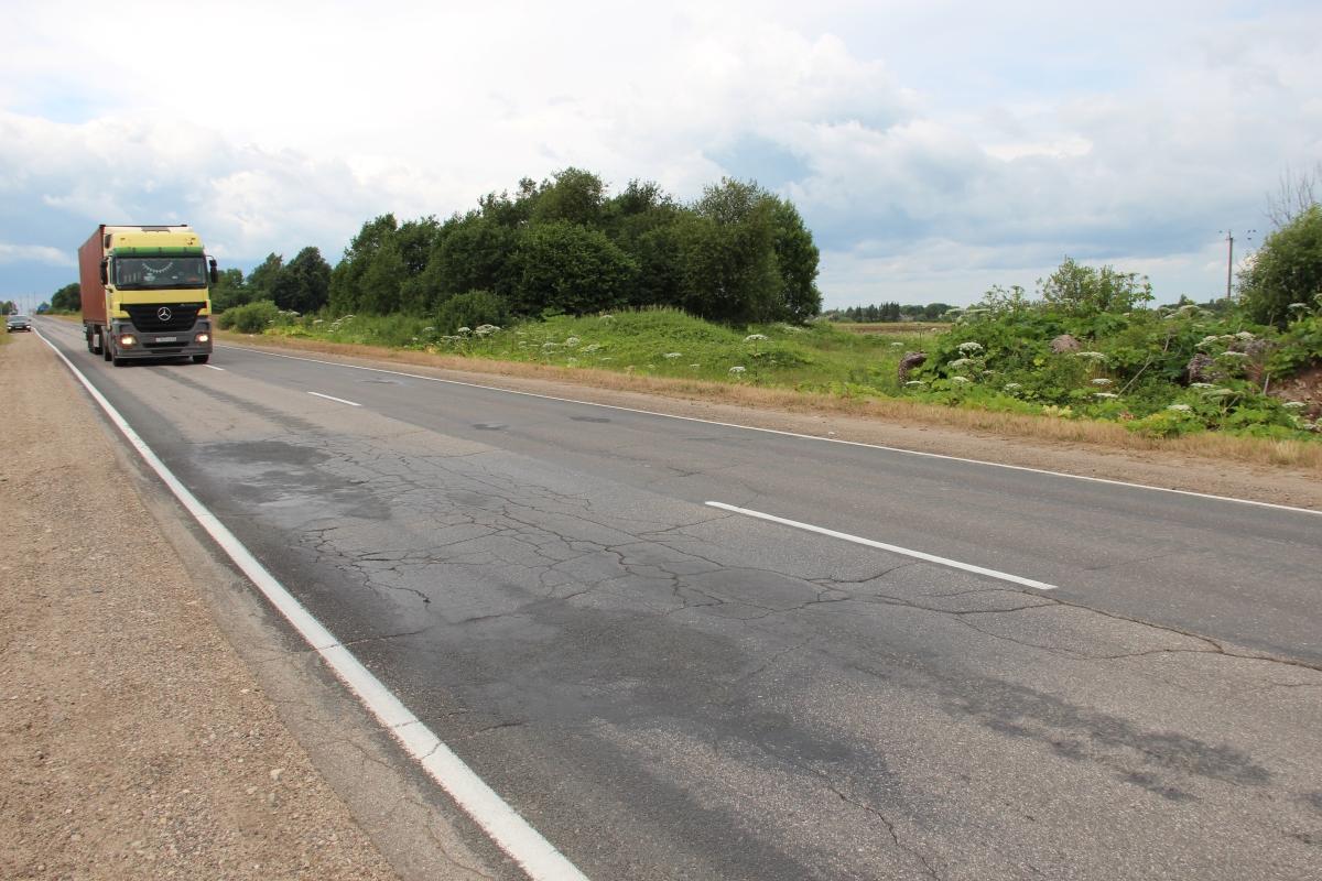 В Псковской области полностью отремонтируют дорогу к границе с Эстонией
