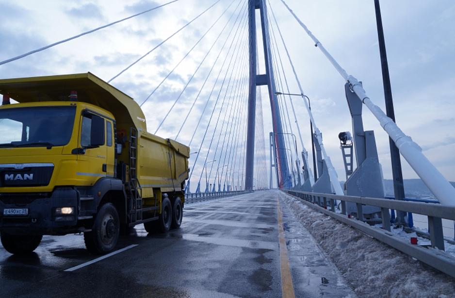 Запрет на проезд по Русскому мосту во Владивостоке продлили