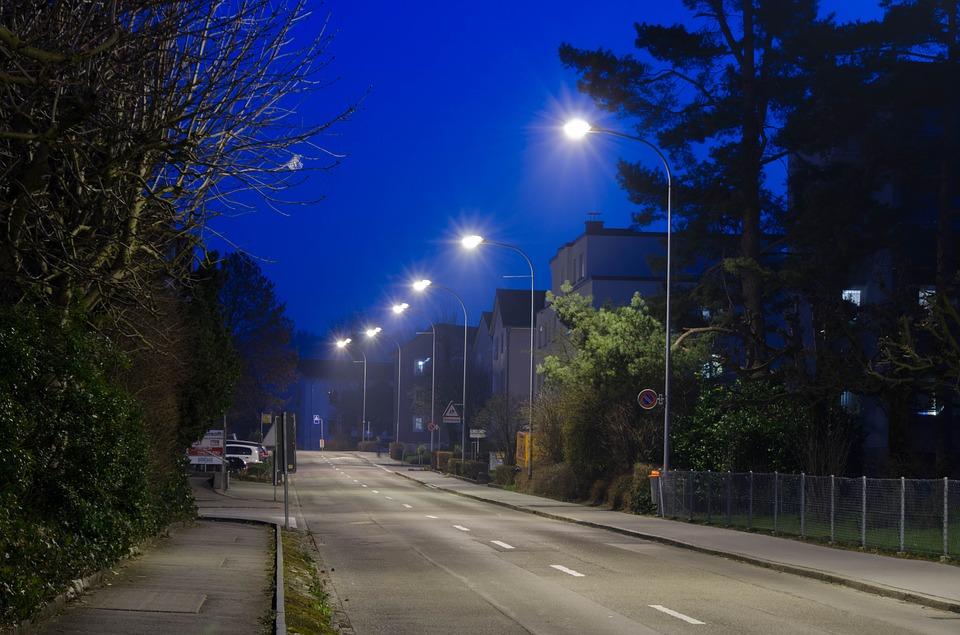 Более 320 км новых линий электроосвещения построят на дорогах Московской области