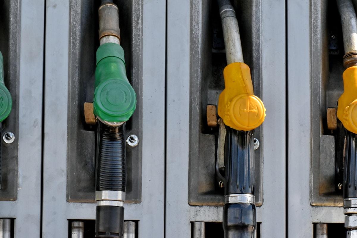 Эксперты: цена бензина останется на текущем уровне, несмотря на падение стоимости нефти