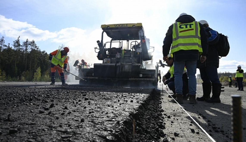На участке трассы М-12 во Владимирской области уложили пробный асфальт