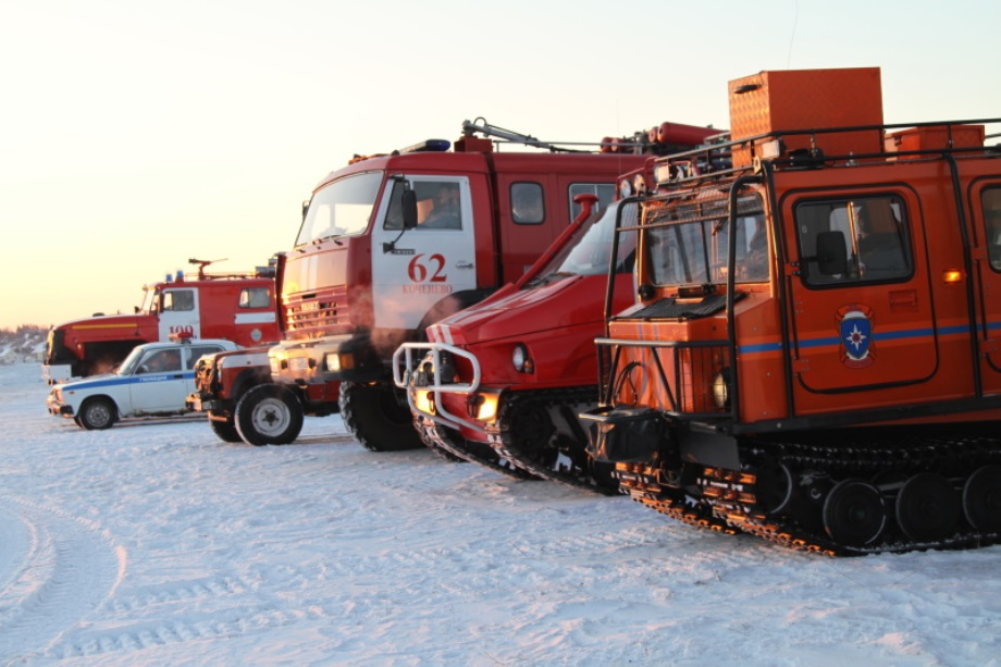 В Новосибирске из-за обильного снегопада ввели режим ЧС