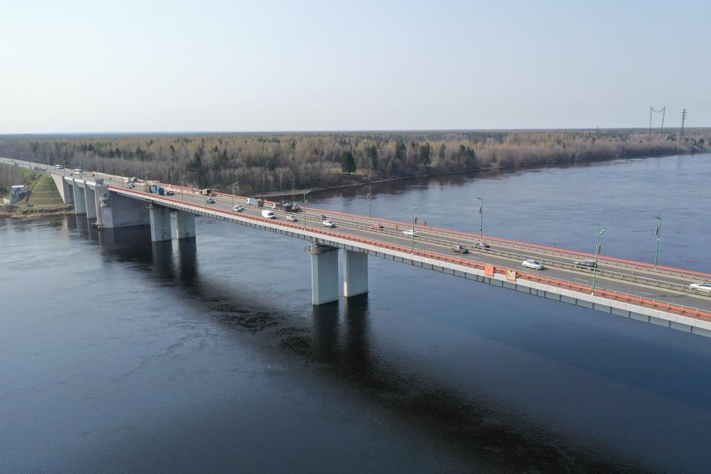В ночь на среду разведут Ладожский мост на трассе Р-21 «Кола»
