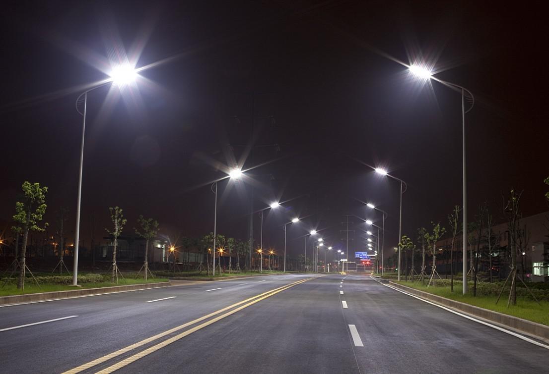 На дорогах ХМАО в 2020 году проведут 30 км линий освещения