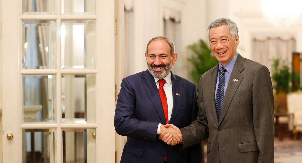 Премьер-министр Армении Никол Пашинян и премьер-министр Сингапура Ли Сянь Лун