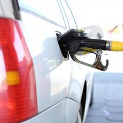 Розничные цены за бензин впервые снизились после двух месяцев роста