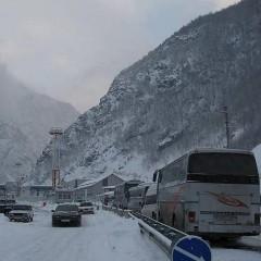 На Военно-Грузинской дороге разрешен проезд для легковых автомобилей
