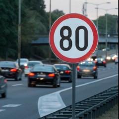 Дорожники убрали знак ограничения скорости 80 км/ч, установленный на внешней стороне МКАД