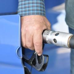 Средние цены на бензин в РФ за неделю не изменились