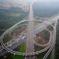 Более 20 развязок и порядка 50 км дублеров планируют достроить на МКАД к 2022 году