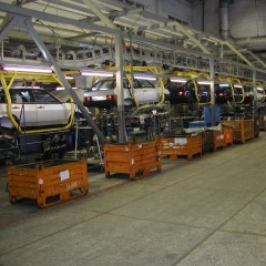 Автопроизводители начнут поэтапно поднимать цены в России из-за падения цен на нефть