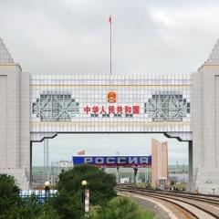 Грузы из Китая в Забайкальск перегружают с грузовиков на железную дорогу