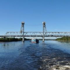 Мост через реку Свирь на трассе Р-21 «Кола» в Ленинградской области
